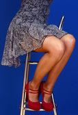 Szczupłe długie nogi kobiety na wysokich obcasach — Zdjęcie stockowe