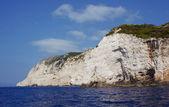 Roca blanca en la costa en la isla de zakynthos — Foto de Stock