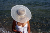 девушка на пляже — Стоковое фото