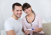 Couple finding out results of pregnancy test — Stock Photo