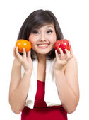 Pretty young girl showing orange and apple — Stock Photo