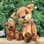 Teddy bear, fox cub and flowers — Stock Photo