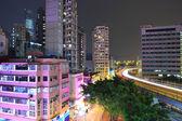 Hong kong met overvolle gebouwen bij nacht — Stockfoto