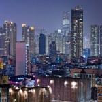 Building at night in Hong Kong — Stock Photo #8473375