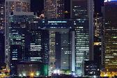 Podrobnosti o obchodních budov v noci v hong kongu — Stock fotografie