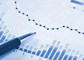 青で財務グラフ — ストック写真