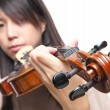 Young woman playing violin — ストック写真