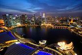 Singapore skyline van de stad bij nacht — Stockfoto