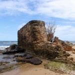 Old Broken wall on the beach — Stock Photo #10476911