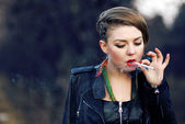 Blond hipster girl with leopard haircut smoking cigarette alone — Stock Photo