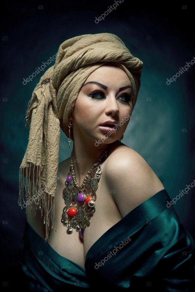 Портрет красивые Арабские девушки — Стоковое фото ...: http://ru.depositphotos.com/8175905/stock-photo-portrait-of-a-beautiful-arabic.html