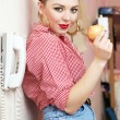 Young woman with a pin-up look — Foto Stock