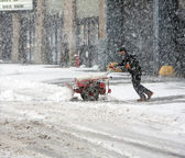 Man shoveling snow during snow storm — Stock Photo
