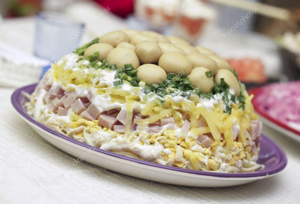http://static8.depositphotos.com/1011084/835/i/950/depositphotos_8351446-Salad.jpg