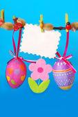 Decoração de páscoa com ovos de suspensão — Foto Stock