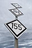 Railway speed limit symbol over sky background — Stock Photo