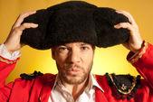 Тореадор, положить на большой montera шляпа Юмор испанских цветов — Стоковое фото