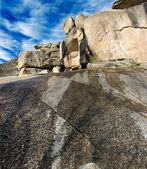 Rockscape granito montaña paisaje nube cielo — Foto de Stock