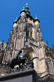 St. Vitus Cathedral and Saint George statue in Prague — Stock Photo