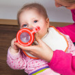Mother feeding infant girl with a tea bottle — Stock Photo #9447581