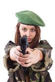 年轻女子拿着枪的士兵 — 图库照片