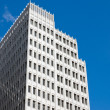 Skyscraper in front of a blue sky — Stockfoto