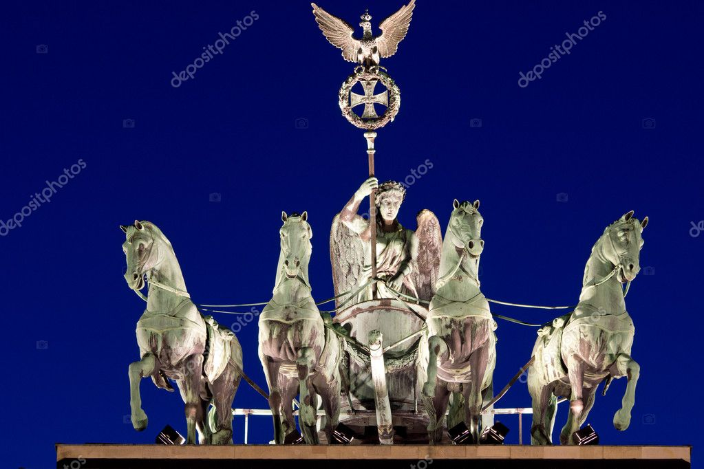 The Quadriga on top of the Brandenburger Tor in Berlin at night — Stock Photo #9249444