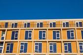 Edifício de escritório moderno laranja — Fotografia Stock