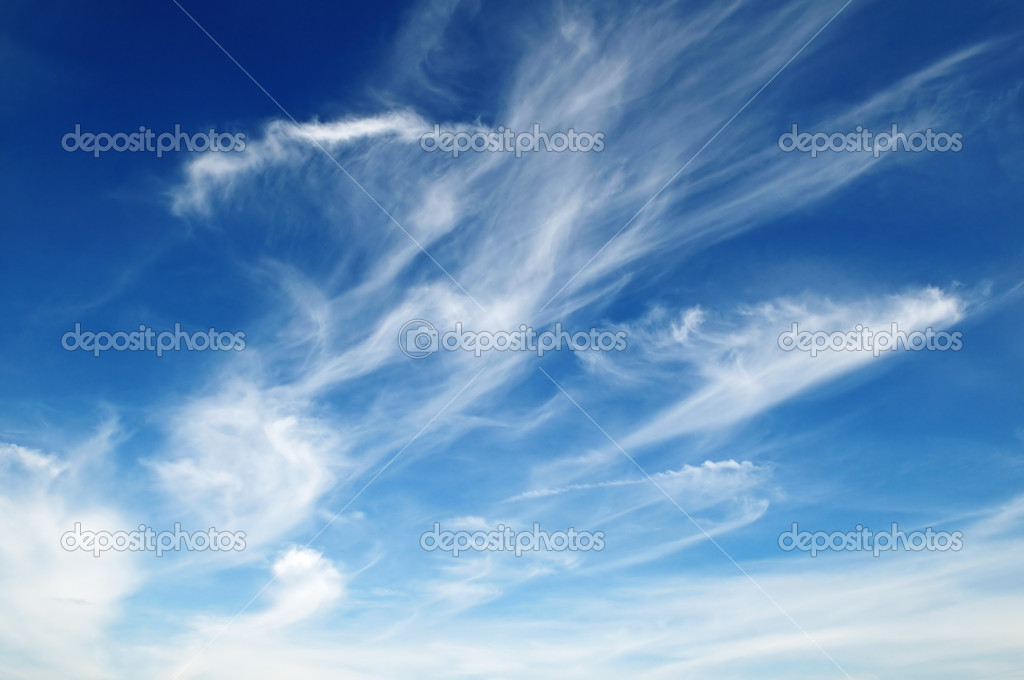 White fluffy clouds in the blue sky — Stock Photo #8570811