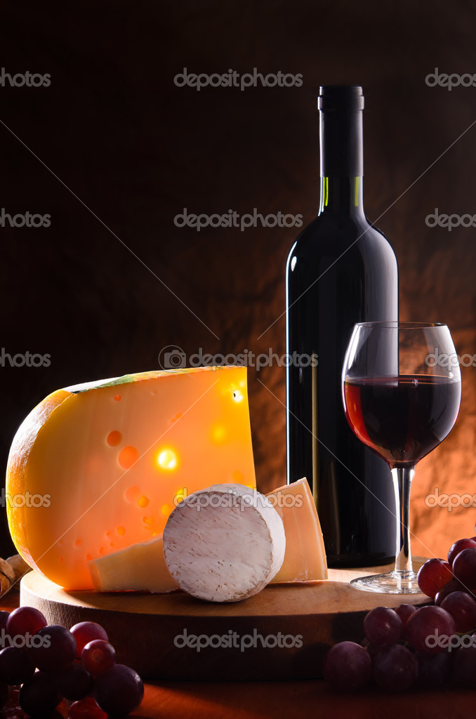 Composition with grape, wine and various types of cheese — Stock Photo #10586674