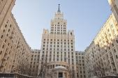 Den berömda skyskrapan är en symbol för sovjetiska moskva — Stockfoto