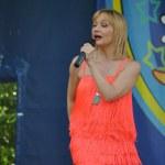 Russian pop star Tanya Bulanova — Stock Photo #9412051