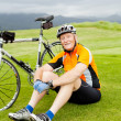 Senior cyclist resting — Stockfoto
