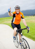 Senior bicyclist giving thumb up — Stock Photo