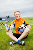 Happy senior bicyclist resting — Stock Photo