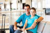Casual genç çift Havalimanı — Stok fotoğraf