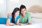 Jovem casal indiano portait — Foto Stock