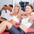 Fitness macht Sit Ups — Stockfoto