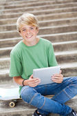 Teen boy using tablet computer — Stock fotografie