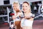 Fitness kobieta robi treningu — Zdjęcie stockowe