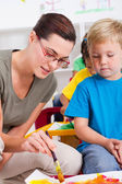 Teacher teaching in preschool — Stock Photo