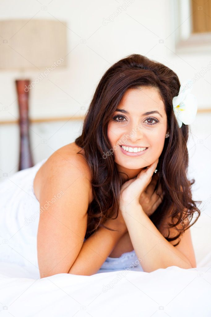 Beautiful young caucasian bride closeup portrait — Stock Photo #10685897