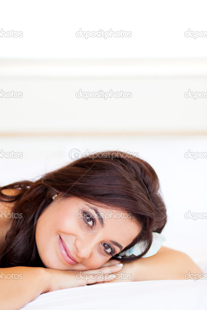Pretty smiling bride lying on her hands — Stock Photo #10685934