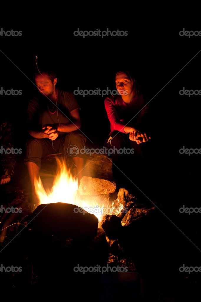 Group of backpackers relaxing near campfire after a hard day, tourist background. — Stock Photo #9732573