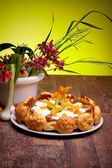 Gougère Cake With Vegetables And Spring Flowers — Stock Photo