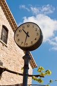 Large Round Exterior Clock — Stock Photo