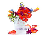Ljusa bukett av rosor och vårblommor — Stockfoto