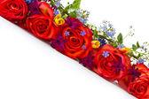 Bouquet van rozen en lentebloemen — Stockfoto