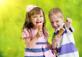 Children with icecream cone outdoor in hot summer day — Stock Photo