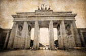 Brandenburg Gate (Brandenburger Tor) in Berlin, grunge postcard — Stock Photo